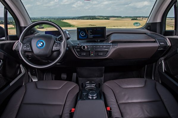 As I Hit Busy City Traffic The I3 Immediately Makes Clear That This Is Its Habitat With Compact Dimensions Swift Gearless Acceleration And Pleasantly