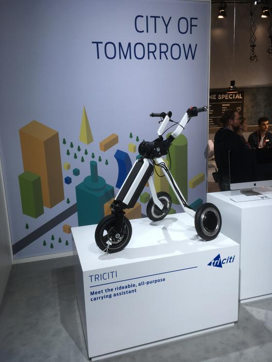 Ford's booth focuses on mobility in the city of tomorrow. Here the Tricity, the rideable carrying assistant.