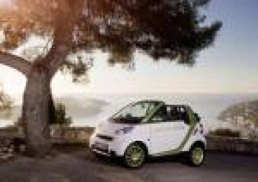 Mercedes Benz Is To Launch The Smartfortwo Electric Drive In And Following Its Successful Introduction A Number Of European Cities Micro Car
