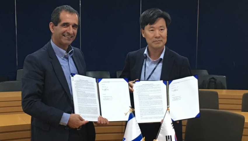 AdaSky and Sungwoo Hitech signing funding agreement (Nov 2018)